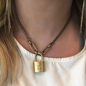 🌟LOUIS VUITTON LOCK AND KEY NECKLACE🌟